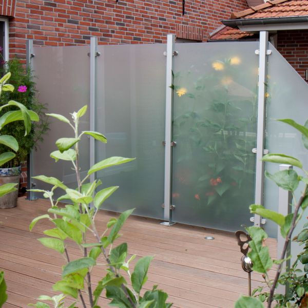 Glas sichtschutzzaun satiniert for Terrassen sichtschutz glas